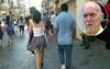 Sabah yazarı:Kızların peşinden yürümek milli spor!