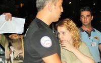 Çatıya çıkan Rus turisti polis kurtardı