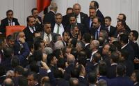 AKP küfürlü tartışmayı yargıya taşıyor