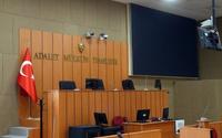 İzmir Adliyesi'nde hakim ve avukat arasında ayağa kalkma krizi yaşandı