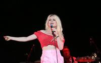 Ünlü şarkıcı tecavüze uğradığını açıkladı