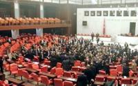 Meclis karıştı! HDP ve MHP'li vekiller birbirine girdi