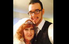 71 yaşındaki kadın 17 yaşındaki çocukla evlendi!