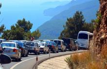 Sakin kent'e 12 kilometrelik araç kuyruğu