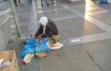 Ankara'da yürek sızlatan olay: Çöpten ekmek toplayan yaşlı kadın