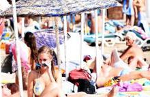 Bodrum'da ekim güneşi plajları doldurdu