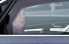 Oy kaybeden Merkel bırakıyor