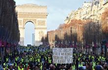 Sarı Yelekliler Paris'te Starbucks'a saldırdı