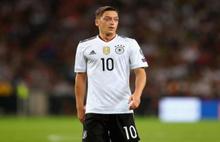 Mesut Özil'den tarihi karar