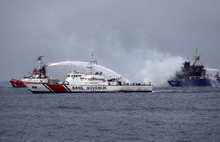 İstanbul'da yük gemisi alev alev yandı