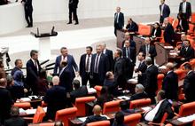 Meclis'te olaylı gece! AKP ile HDP milletvekilleri arasında tartışma çıktı...