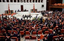 Meclis yine karıştı: AKP ile HDP'li vekiller arasında işgalci tartışması yaşandı