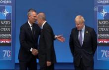 NATO zirvesinde ilginç anlar.. Erdoğan poz vermeyi unuttu
