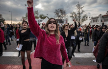 Kadıköy'de kadınlar şiddete ve tacize karşı danslı eylem yaptı: Polis müdahale etti
