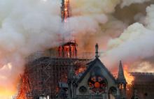 Paris'in simge yapısı kül oldu