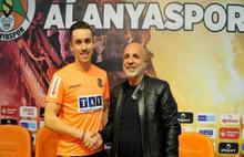 Yıldız futbolcu kahreden kazada hayatını kaybetti