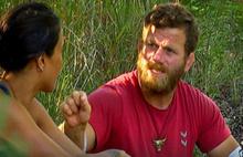 Survivor'da ilginç kavga: Yüzüne tükürdü!