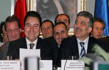 Selvi: 'Babacan ve Gül'ün partisi iki teklifin referanduma sunulmasını önerecek' deniyor
