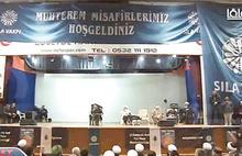 Devlet okulunda skandal! Atatürk'ün resmi bez afişle kapatıldı