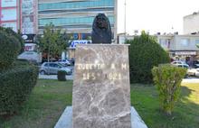 Ulu Önder Atatürk'ün annesi Zübeyde Hanım'ın büstüne saldırı