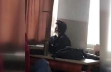 Köy okulunda skandal olay! Öğrencilerin vücuduna sıcak soba maşası değdirdi
