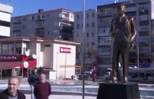 Şeriatçı Akit yazarının Atatürk heykeli rahatsızlığı