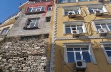 Tarihi sur ve çeşmenin üzerine beş katlı otel!