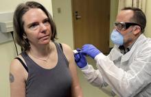 Koronavirüs için ilk aşı bugün yapıldı