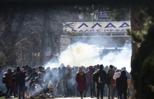 Türk polisinden Yunan polisine gazlı müdahale!