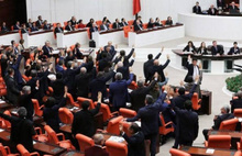 Mecliste bağış kavgası