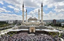 Camilerde toplu Cuma namazının tarihi belli oldu!