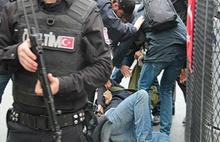 AYM'den  Gazeteciye Ters Kelepçeye Tazminat Kararı