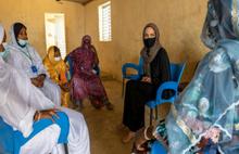Angelina Jolie'den mülteci kampına ziyaret