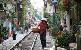 Üzerinden tren geçen sokak: Hanoi Sokağı