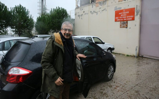 HDP'li Sırrı Süreyya Önder teslim oldu