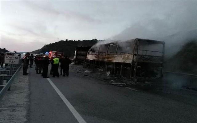 Otobüs TIR'a çarptı: 13 ölü