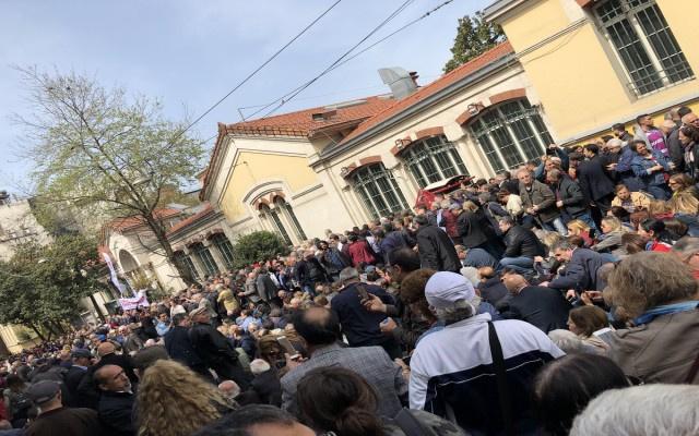CHP'den Taksim'de oturma eylemi