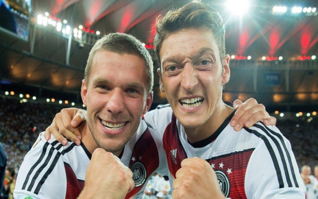 Podolski'den Mesut Özil mesajı