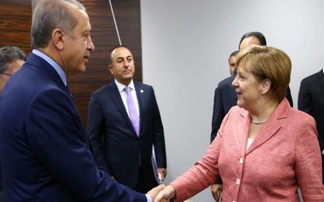Merkel: Türkiye'ye yeterli mülteci dönmüyor