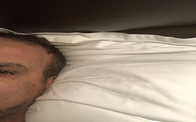 Neyim eksik dedi,yatak pozu paylaştı