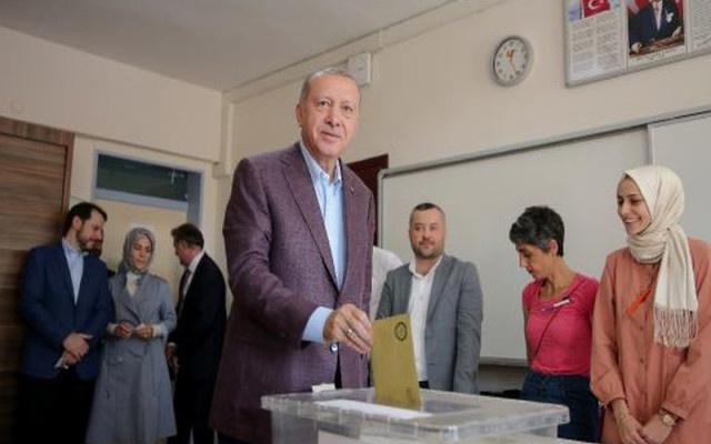 Erdoğan'a yüz çeviren kadın kim ?