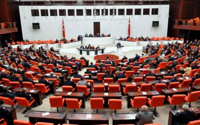 Atanmış bakanlar Meclis'te nöbetinde