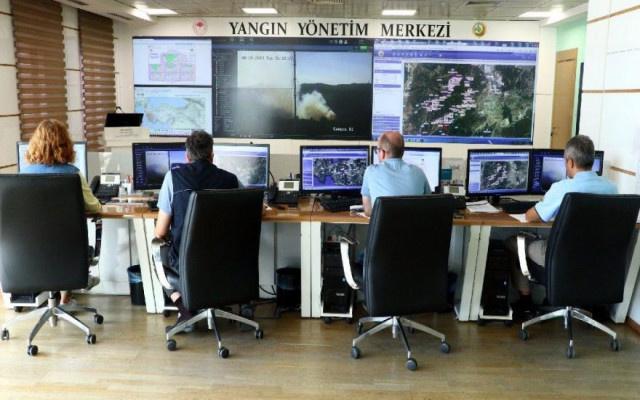 İzmir'deki yangın kısmen kontrol altına alındı