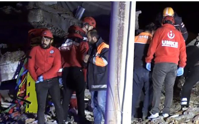Elazığ'da 6 katlı bina çöktü! Enkaz altında kalanlar var