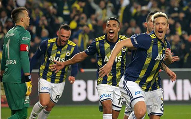 Galatasaray'ın eski oyuncusu Olcan Adın'ın hakeme penaltı tepkisi